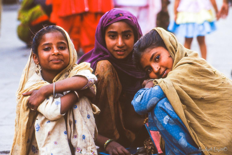 Copines d'école, Manali, Inde